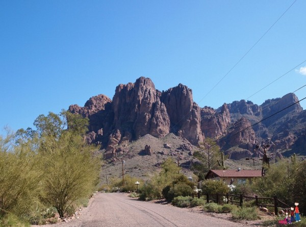 Superstition Mountains, Apache Junction