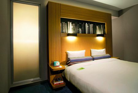 Guest room, Aloft Harlem