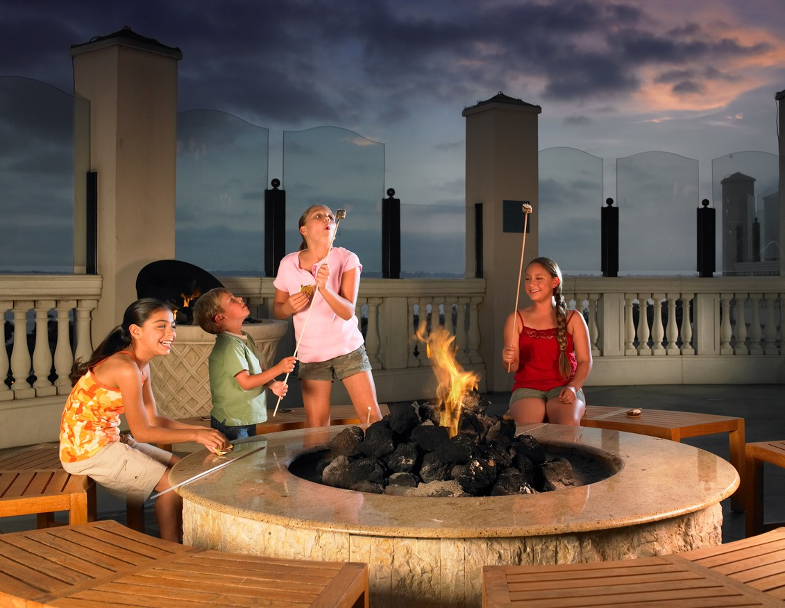 Kids and Firepit_low