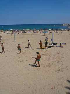 Hit Barcelona's Beaches for a Picnic lunch, the entertainment is FREE